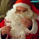 Der Nikolaus muss erst einmal seinen Durst stillen.