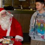 Blicke, die Bände sprechen, aber auch Florian bekommt vom Niko ein Geschenk.