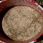 15 Die Samenmischung mit Sand vermischt